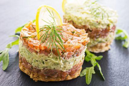 Receta con Rúcula: Tartar o tartaleta de salmón, guacamole y rúcula. |