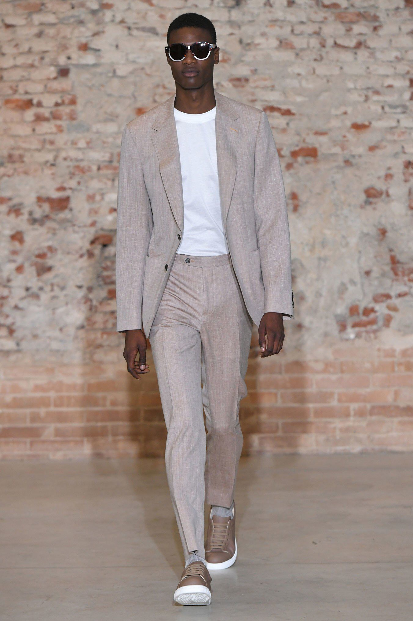 Canali Spring 2019 Menswear Fashion Show Collection See The Complete Canali Spring 2019 Menswear Collection Look 32