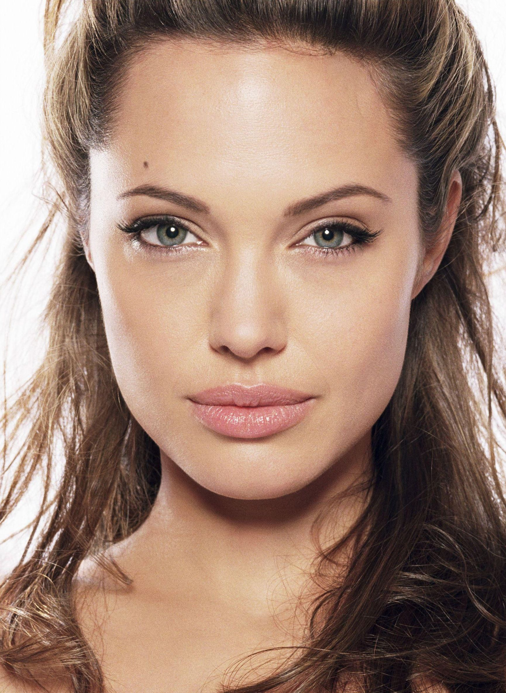 jolie face Angelina