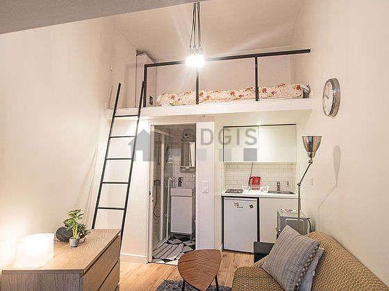 Location studio Paris 11° (Rue De La Fontaine Au Roi) Meublé 12 m²