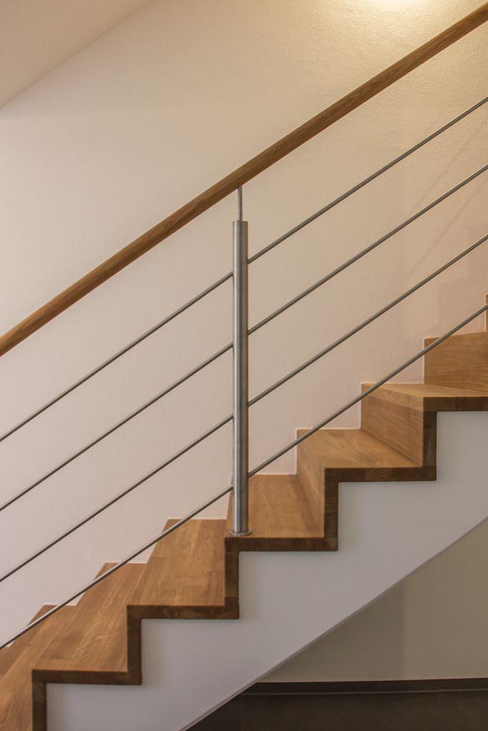 Stahlgeländer auf Betonunterkonstruktion