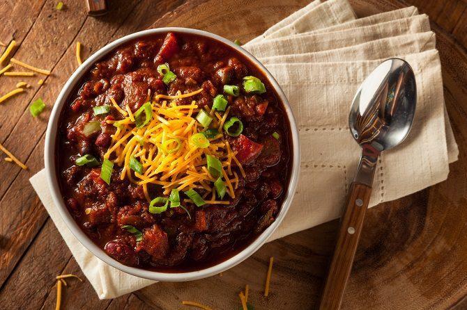 5 Tricks To Make Canned Chili Taste Homemade Chili Recipe Using Dried Beans Nutrisystem Recipes Vegetarian Chili