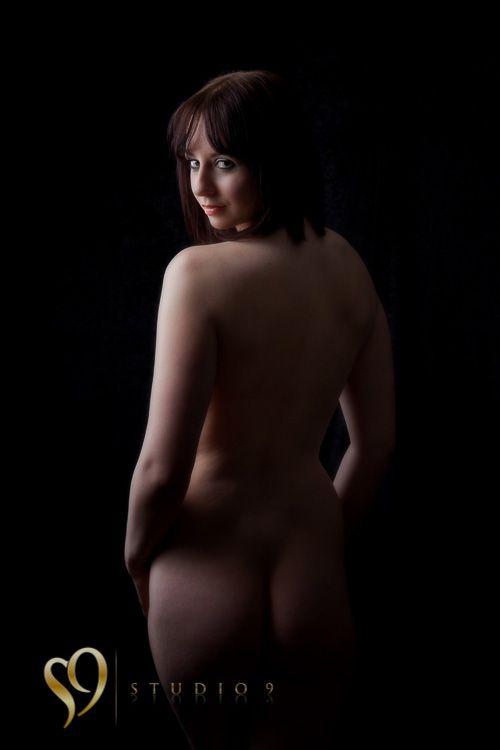 Beautiful standing nude figure looking over shoulder. Wellington portrait photography http://www.wellington-photography.nz/
