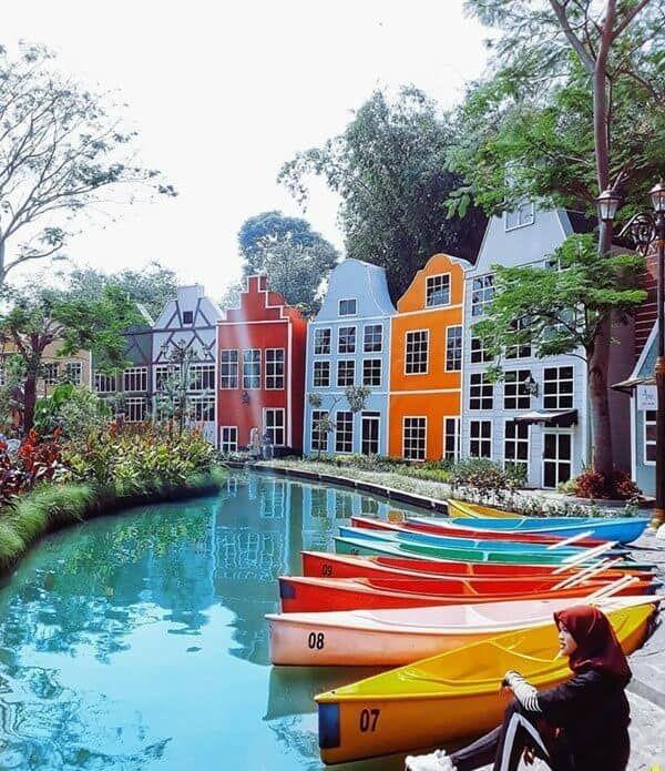 Devoyage Bogor Kampung Eropa Yang Lagi Hits Di 2020 Sejarah Eropa Bangunan Tua Eropa