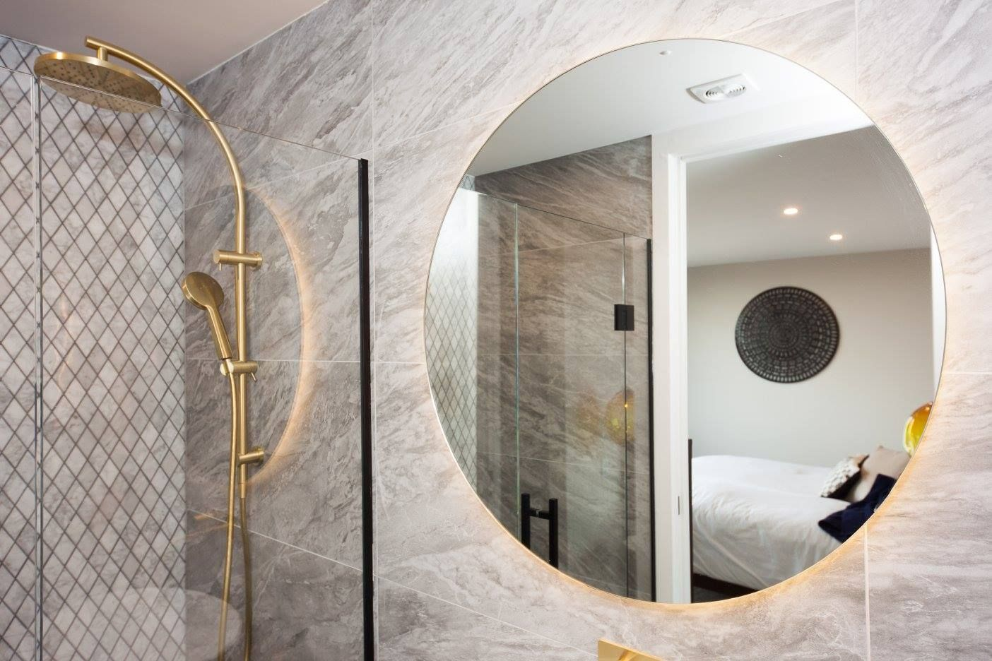 800mm Diameter Bathroom Mirror With Led Backlight Corner Shower