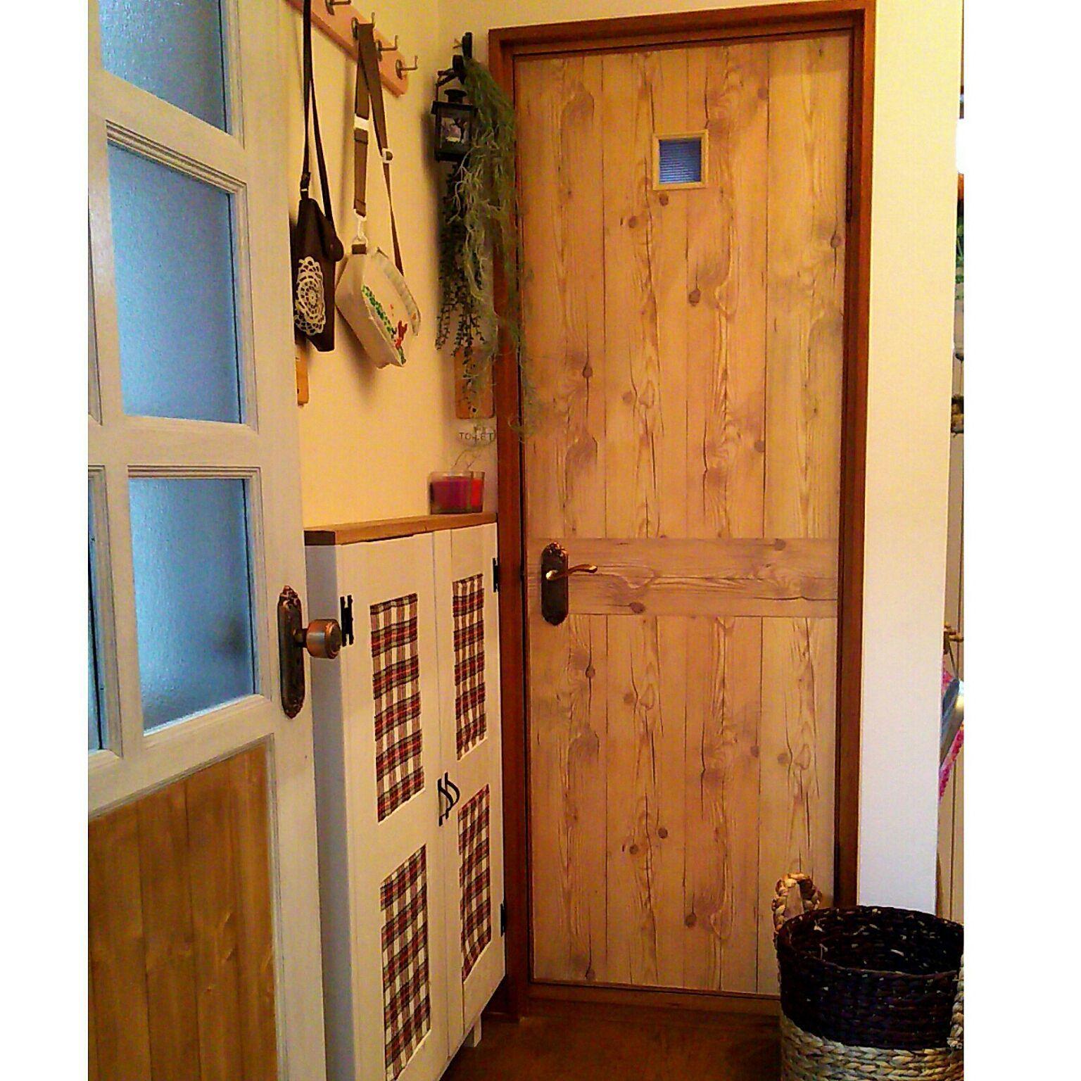 玄関 入り口 築30年の戸建て トイレのドア 壁紙シート キャンドゥ