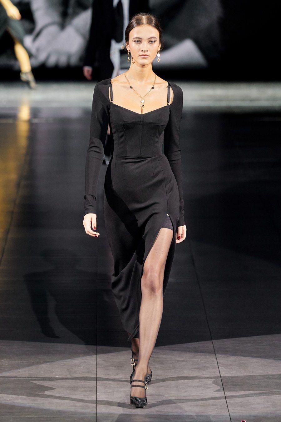 Dolce & Gabbana Fall 2020 Ready-to-Wear Fashion Show -  Dolce & Gabbana Fall 2020 Ready-to-Wear collection, runway looks, beauty, models, and reviews.  - #80sRunwayFashion #Dolce #Fall #fashion #Gabbana #ReadytoWear #RunwayFashionalexandermcqueen #RunwayFashioncasual #RunwayFashiondolce&gabbana #RunwayFashiongowns #RunwayFashiongucci #RunwayFashionvalentino #RunwayFashionversace #RunwayFashionvideos #show