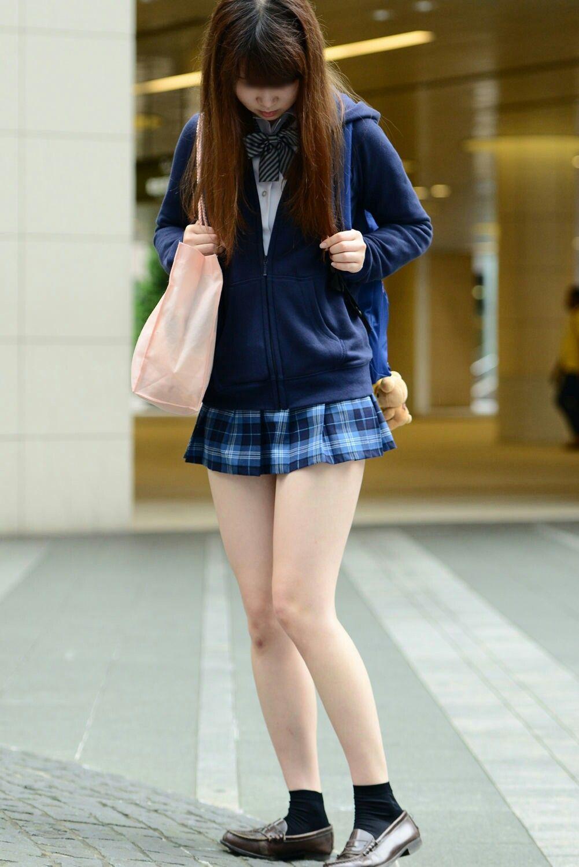 asian-schoolgirl-pedal-pumping