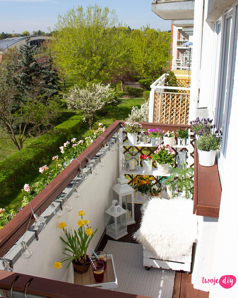 Akcja Balkon Malowanie Barierek Olejowanie Podlogi I Aranzacja Twoje Diy Balcony Decor Studio Apartment Decorating Beautiful Outdoor Spaces