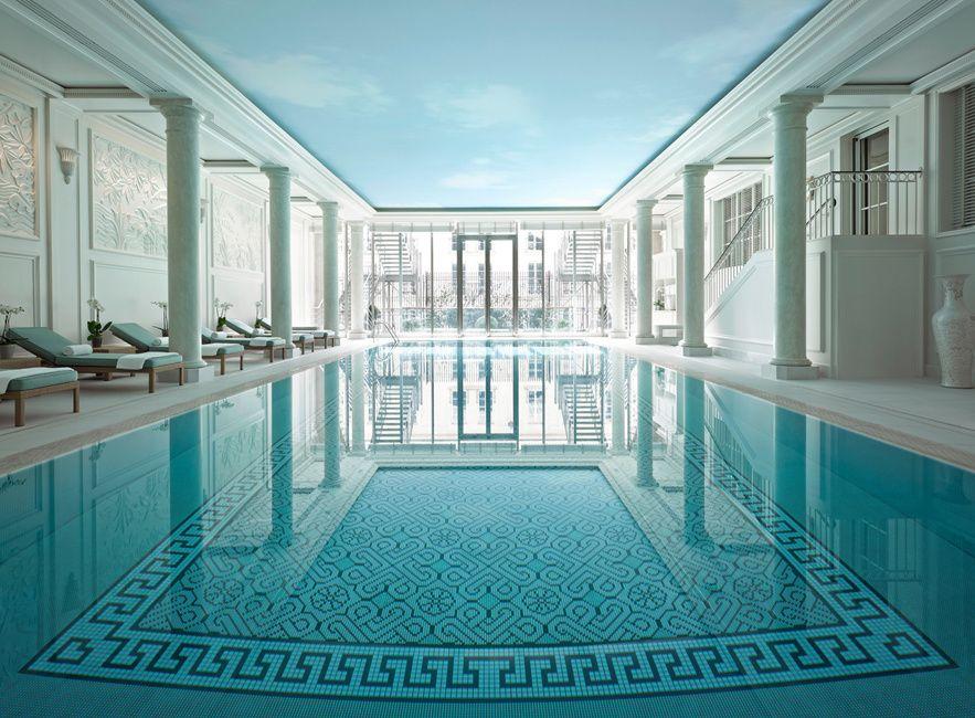 Pause palace http://www.vogue.fr/beaute/l-adresse-de-la-semaine/diaporama/le-shangri-la-ouvre-piscine/13686/image/763632#!pause-palace