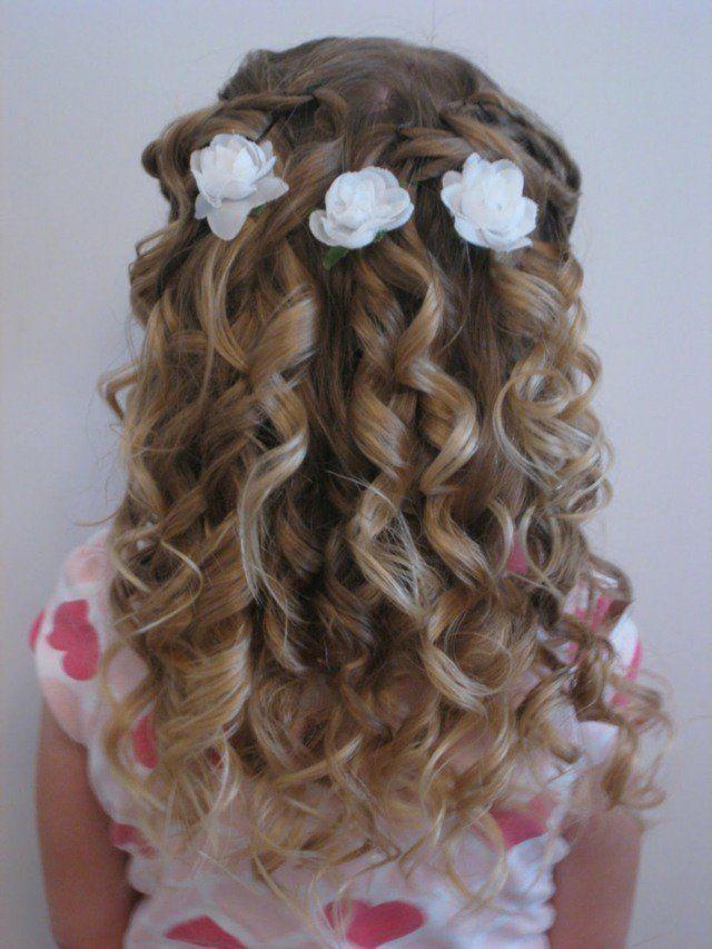 Photo coiffure de mariage pour petite fille