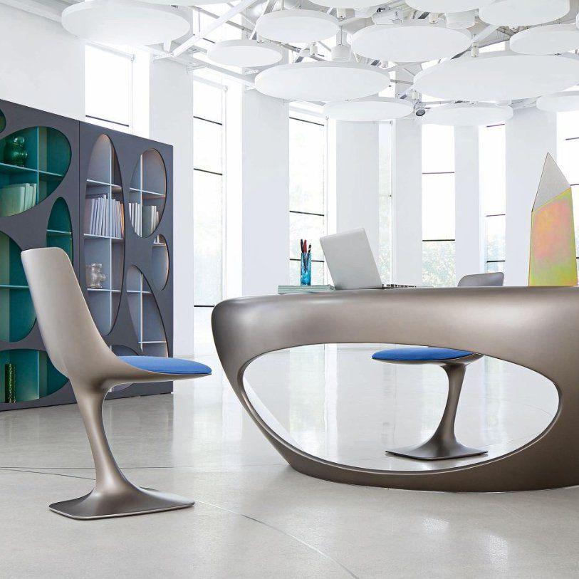 bureau et chaise design contemporain taupe et assise en tissu bleu pour une d co tr s design et. Black Bedroom Furniture Sets. Home Design Ideas