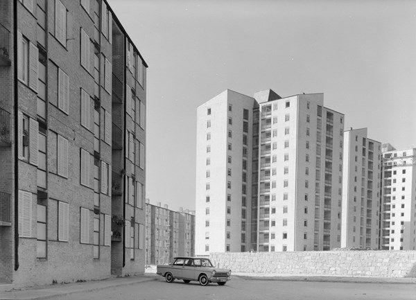 Viviendas en El Batán, Madrid, 1961. Arquitectos: Francisco Javier Sáenz de Oiza, José Luis Romany y Manuel Sierra. Fotógrafo: Pando