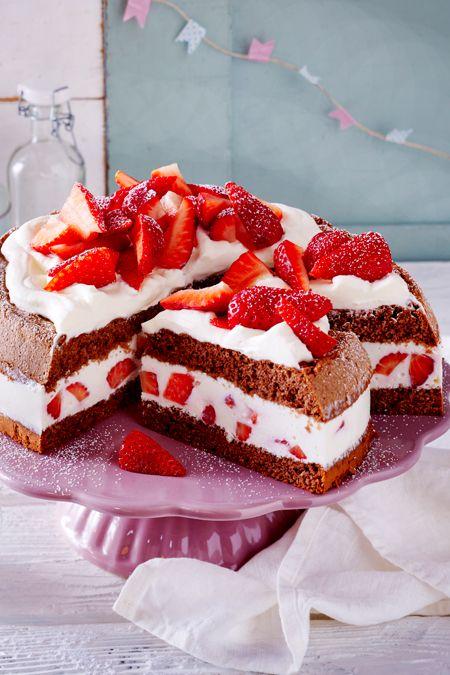 Erdbeer Torte Mit Haselnussbiskuit Rezept In 2020 Kuchen Und Torten Rezepte Lecker Und Erdbeer Torte