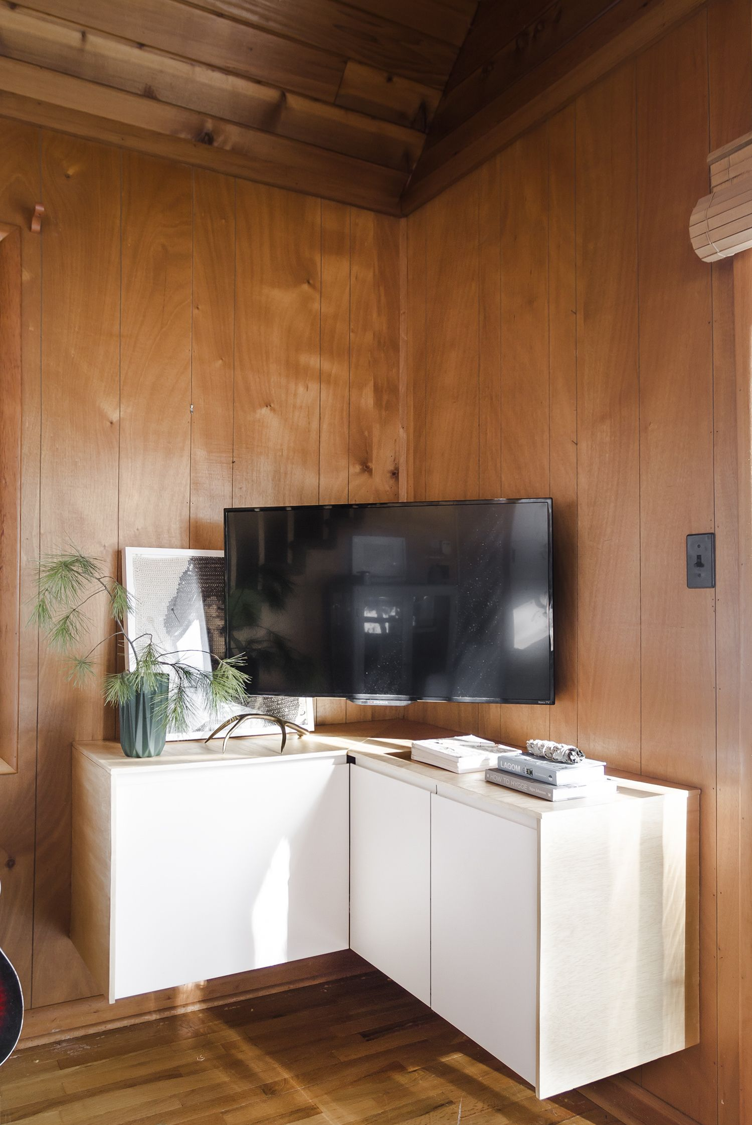A Solution For The Corner Tv Deuce Cities Henhouse Corner Tv Cabinets Corner Tv Corner Tv Unit