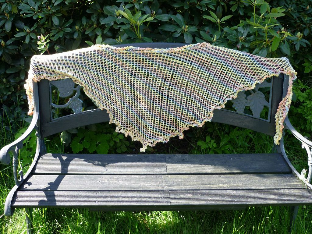 lots of free knitting patterns here- beautiful shawls
