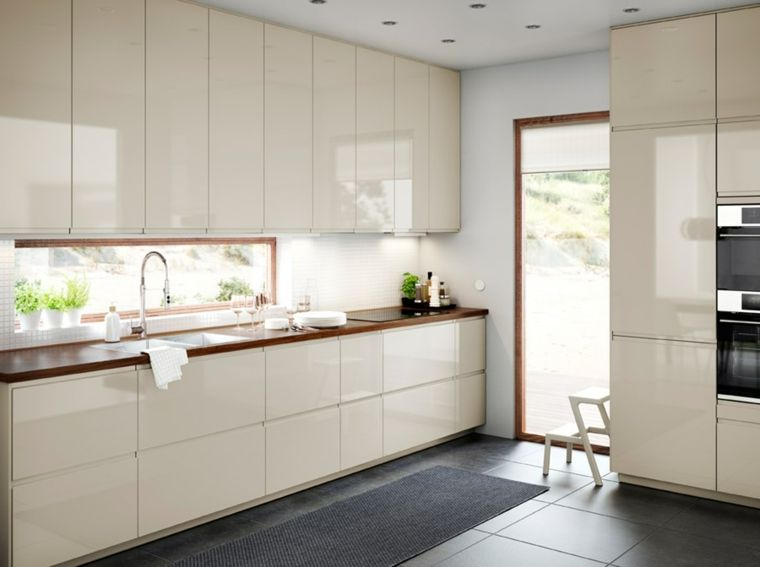 cucina-grigia-lucido-arredamento-moderno-top-legno-porta ...