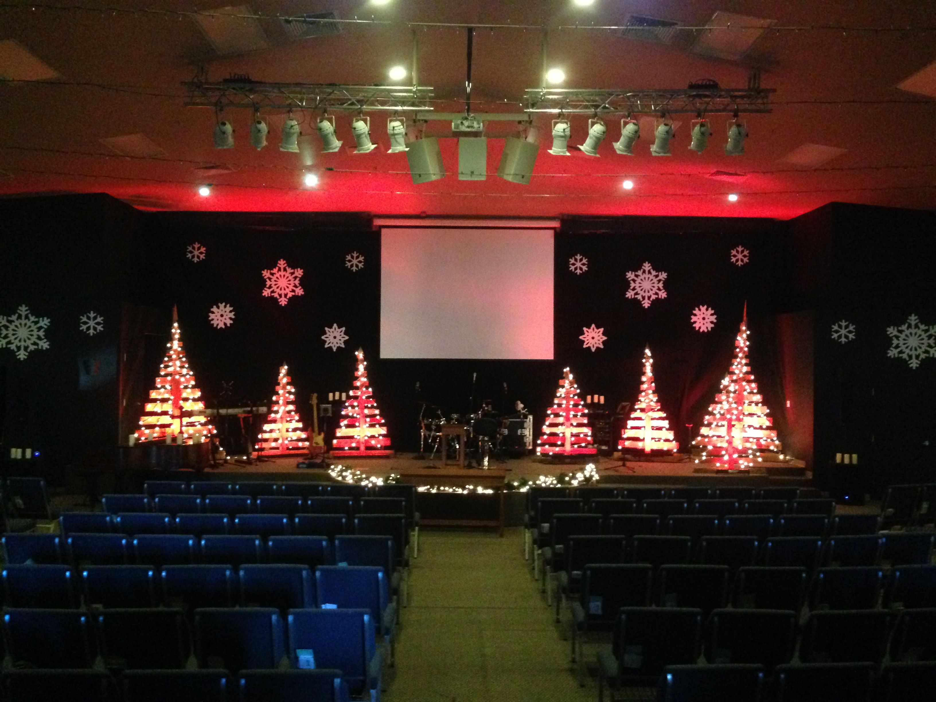 Pallet Trees Christmas Stage Design