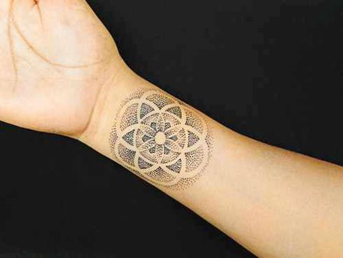 fleur de vie l int rieur du poignet fleur de vie pinterest tatouage tatouage. Black Bedroom Furniture Sets. Home Design Ideas