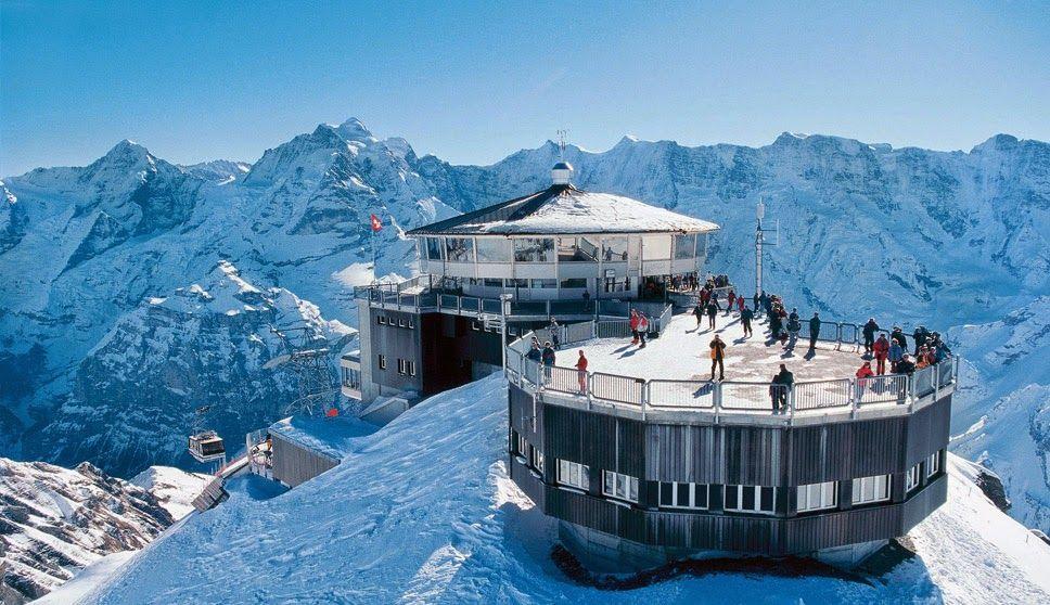 Piz Gloria, Mürren – Suíça, com vista para os Alpes, incluindo os picos Piz Gloria, Eiger, Mönch e Jungfrau.