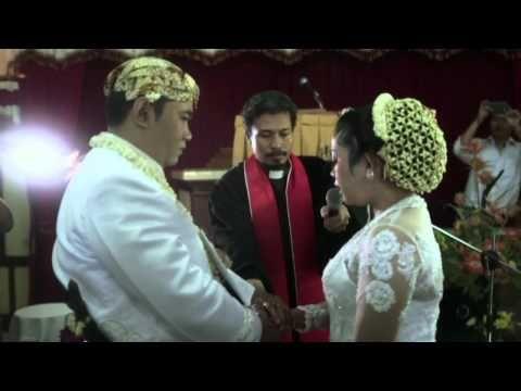 Video Wedding Clip Pemberkatan Pernikahan Kristen Mita Hendri Di Gereja Kristen Jawa Klaten Jawa Tengah Video B Wedding Videos Wedding Photoshoot Foto Wedding