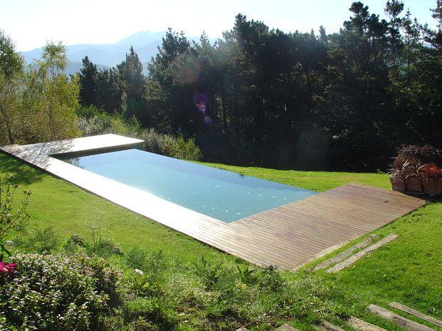 Piscina de 11 4 m con bordillo desbordante lateral for Bordillo piscina