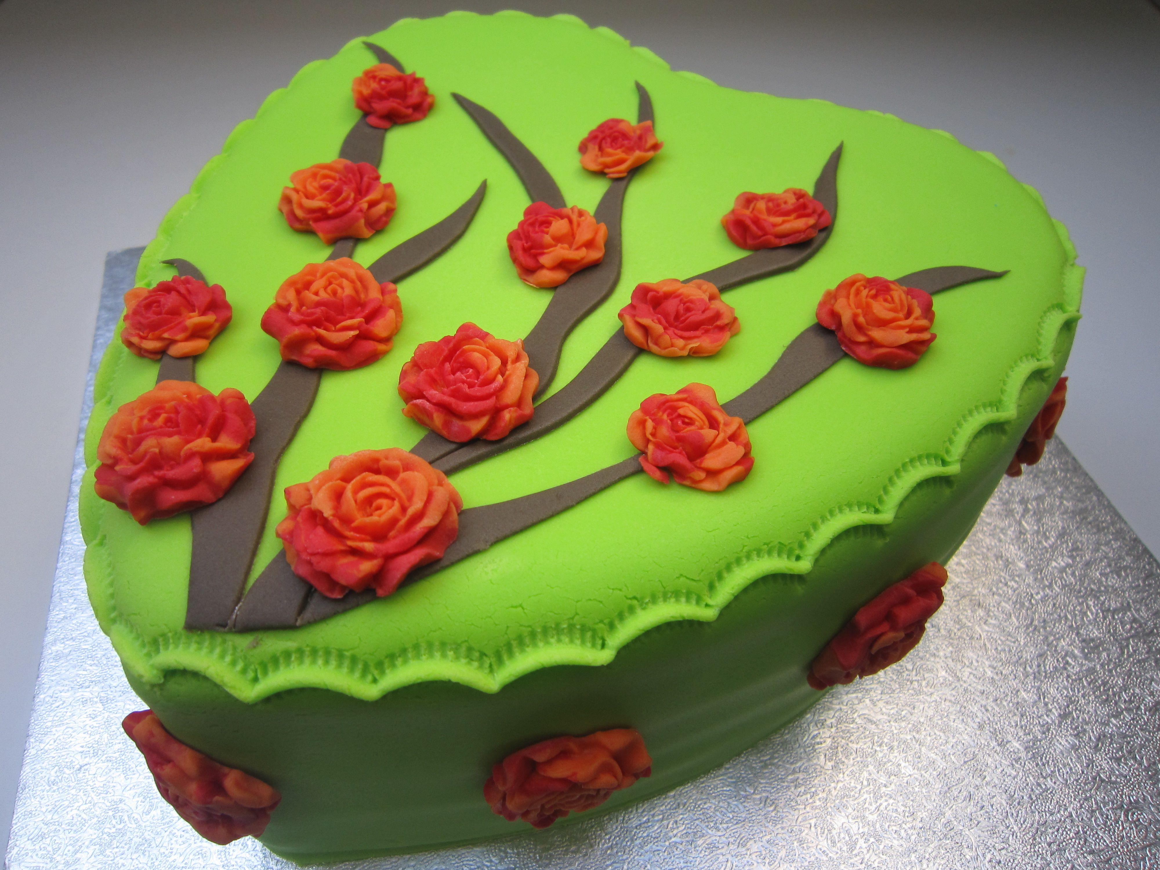 taart groen Cake / taart/ heart / hart / rozen / roses / green / groen / red  taart groen