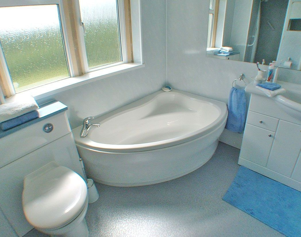 Corner Bathtub Small Bathroom | Hot Tubs & Jacuzzis | Pinterest ...