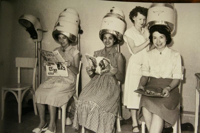 Hair salon love this old pic vintage hair salons for Retro salon