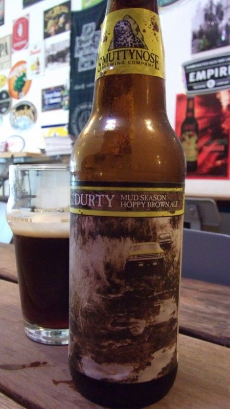 Cerveja Smuttynose Durty Mud Season Brown Ale, estilo American Brown Ale, produzida por Smuttynose Brewing Co., Estados Unidos. 8.4% ABV de álcool.