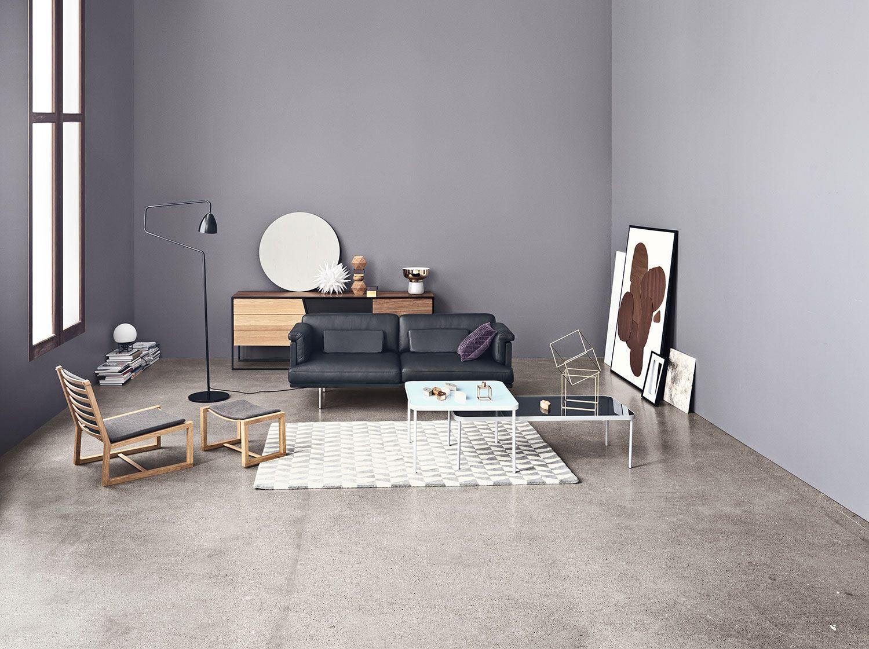Laget med tanke på den danske møbeldesignen, er OAKy dOAKy en tre stol laget med ærlige materialer som eik, ull og skinn. De elegante detaljene gir den et preg av eksklusivitet, mens det rene og enkle utseende gir ro. En ganske fin blanding, om du spør oss.