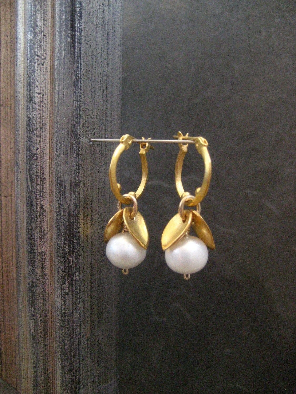 Pearl earrings, freshwater pearl, white pearl, leaf and