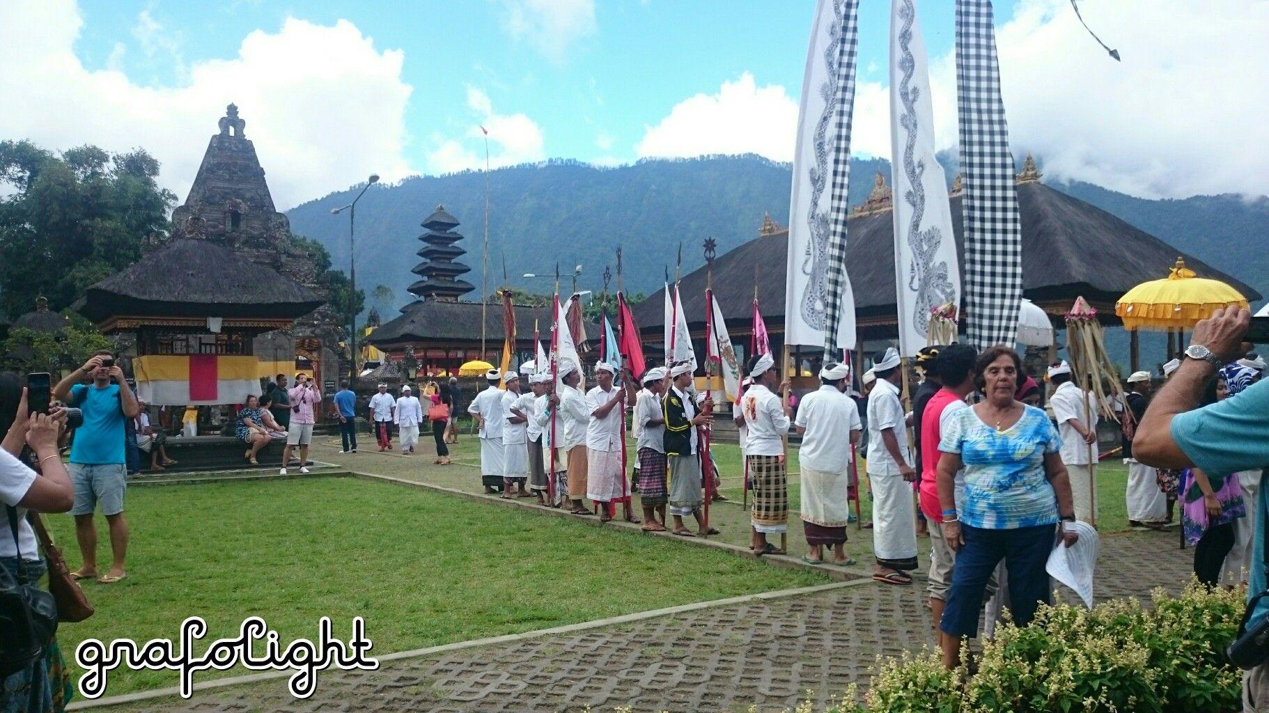 Traditional ceremony in Pura Ulun Danu Brantan Bedugul