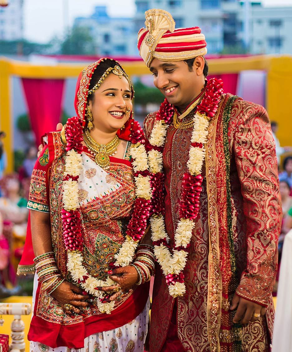 Real Indian Weddings A Grand Gujarati Wedding That Will Leave You Awestruck Bollywoodshaadis
