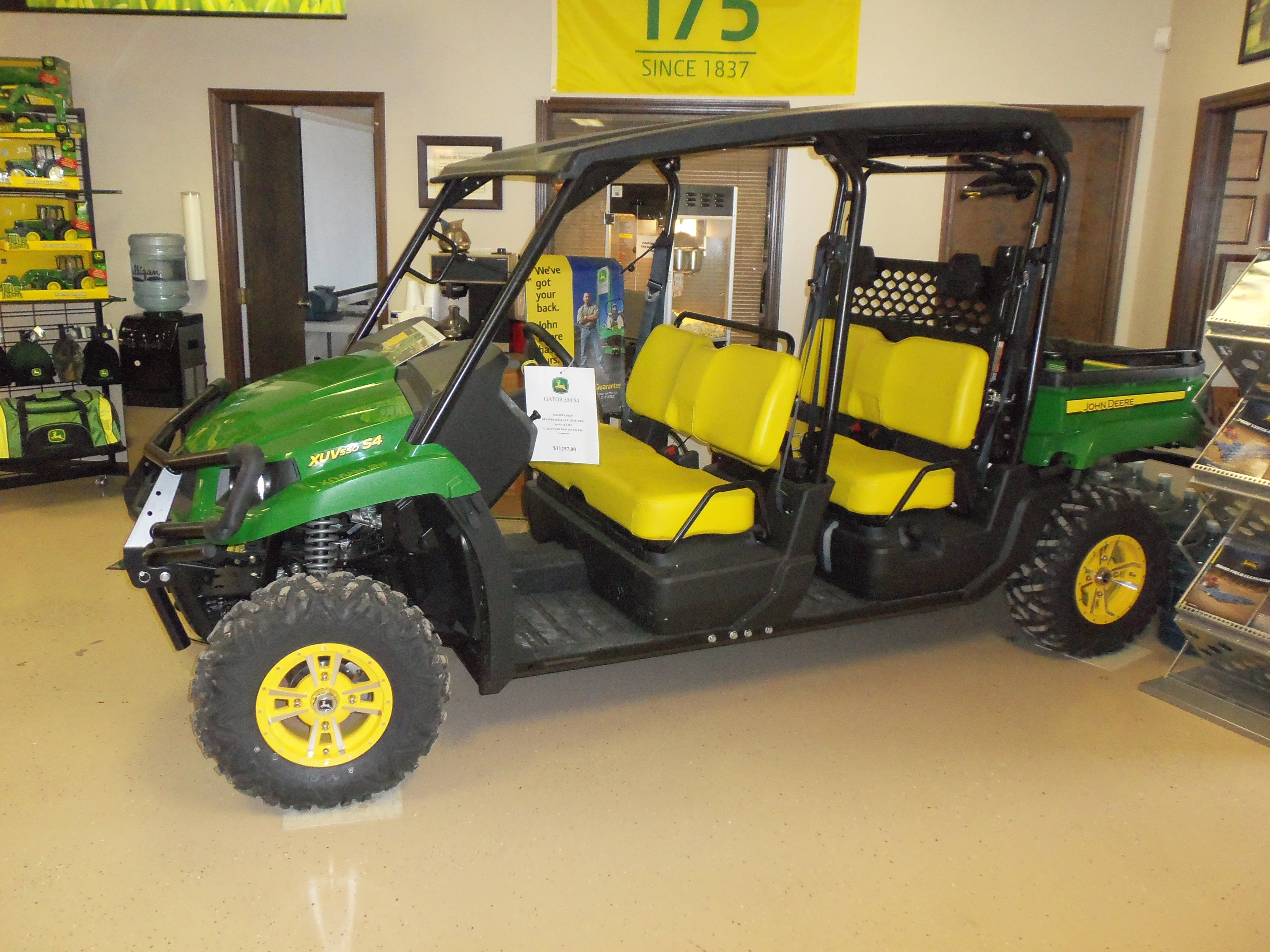John Deere XUV 550 S4 Gator 4 seater The classic John Deere colors