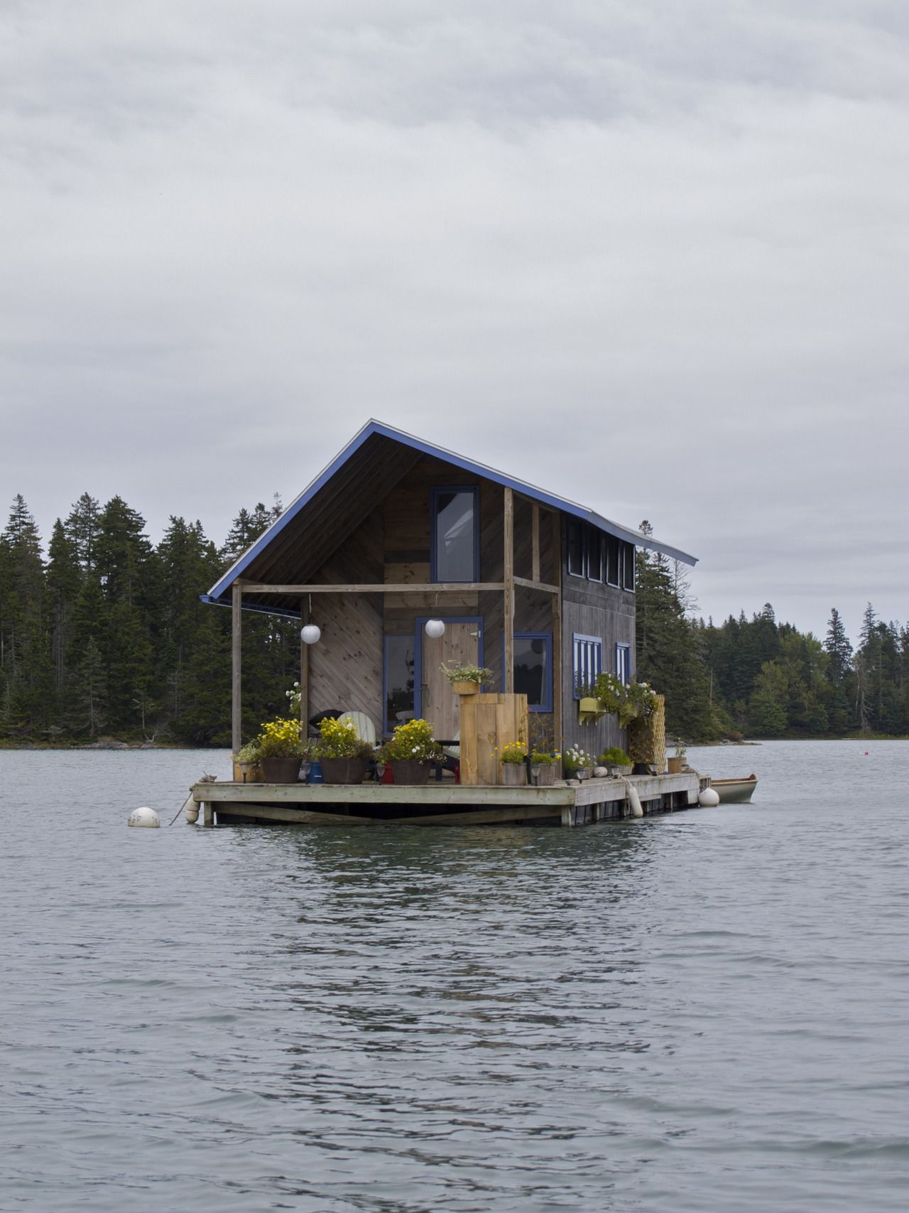 Hand Built Floating Cabin In Perry Creek On The Houseboats