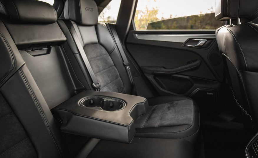 The Porsche Macan Is The Best Compact Luxury Suv 2017 10best Trucks And Suvs Luxury Suv Shabby Chic Bedrooms Shabby Chic Homes