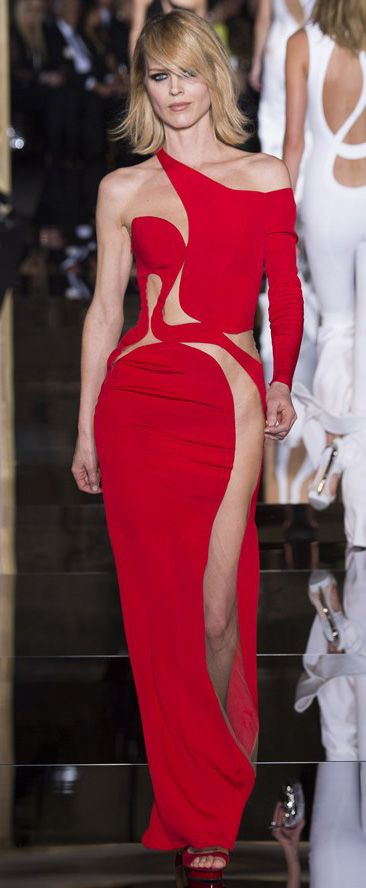 Eva Herzigova in red #versace dress. There's nothing else to add! #AtelierVersace SS15 couture show