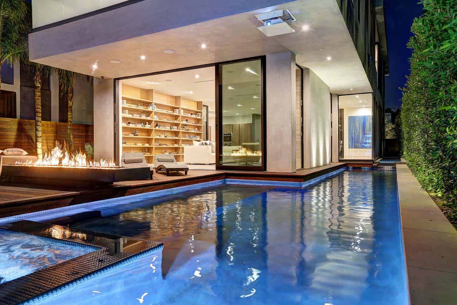 Contemporary Home In Los Angeles Offers Breezy Indoor Outdoor Lifestyle Contemporary House Swimming Pool House Swimming Pools