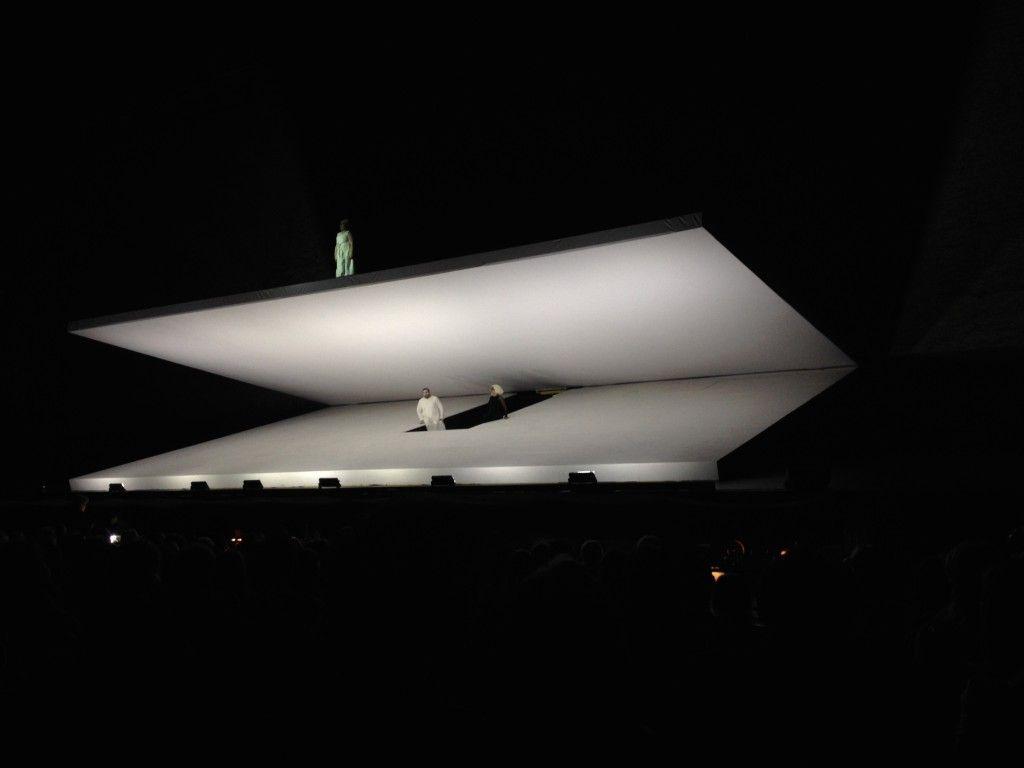 Scopri il cuore dell'#opera lirica con il #Macerata Opera Festival. Engagement e storytelling all'Arena Sferisterio con #donneallopera: Aida, Tosca, Traviata.