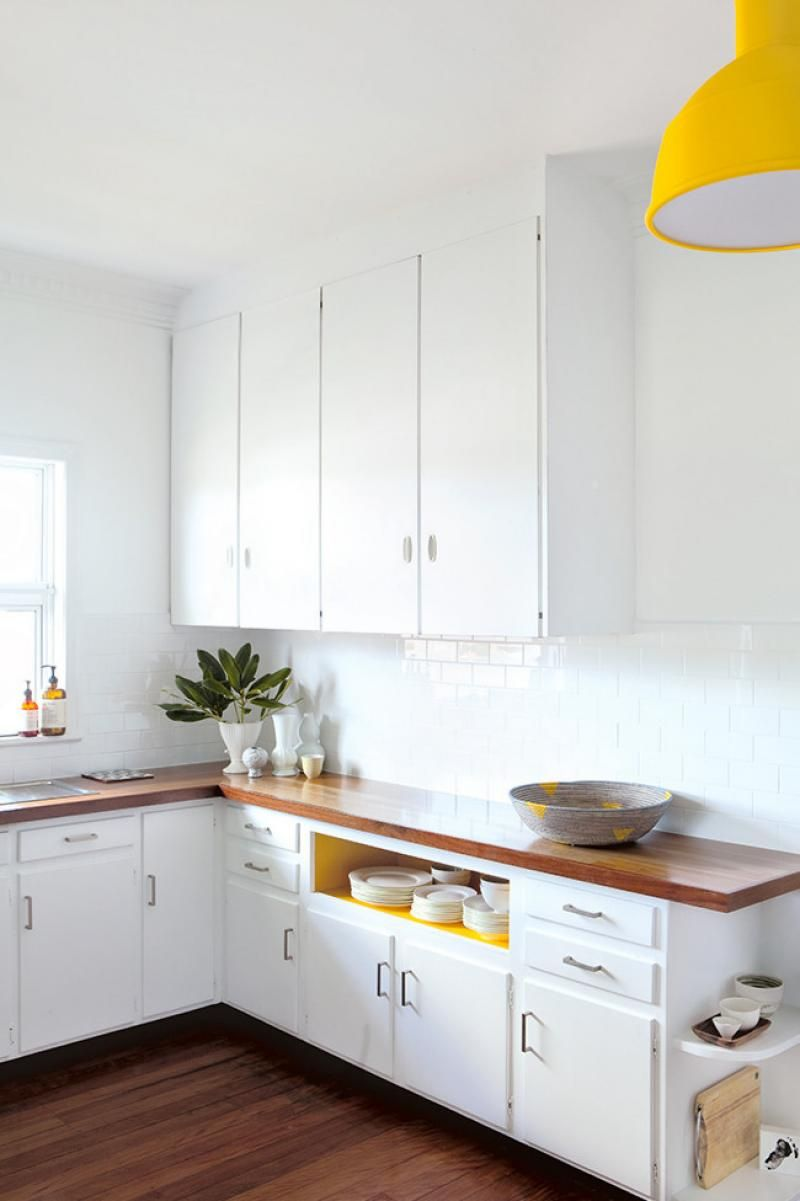 A great, cheap makeover of an old kitchen, without pulling ...