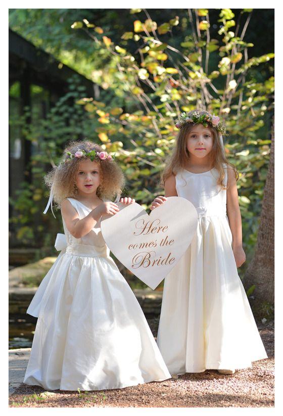 Έρχεται η νύφη! Πρώτα όμως έχουν σταλεί τα προσκλητήρια γάμου www.lovetale.gr