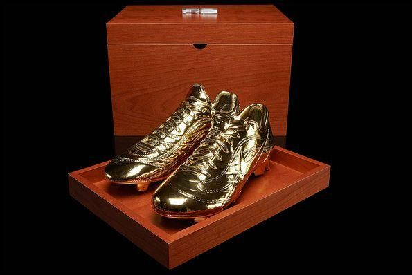 I found 'Ronaldo R9 Gold Nike Cleats' on Wish, check it out!
