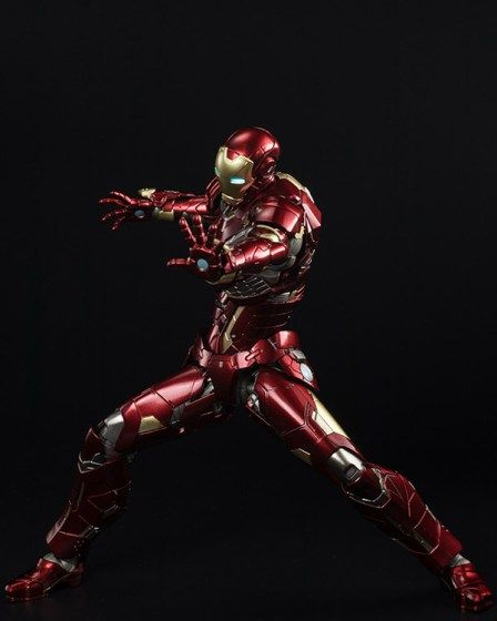 Sentinel prosegue con la propria linea RE:EDIT dedicata ad Iron Man, arrivando alla nona riproduzione, denominata New Century. Dopo essere stata venduta in anteprima... - Leggi su itakon.it