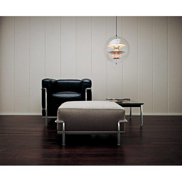 Fauteuil cuir noir, et pouf tissu gris perle http://www.authentics-design.com/309-lc2-le-corbusier-cassina-.html