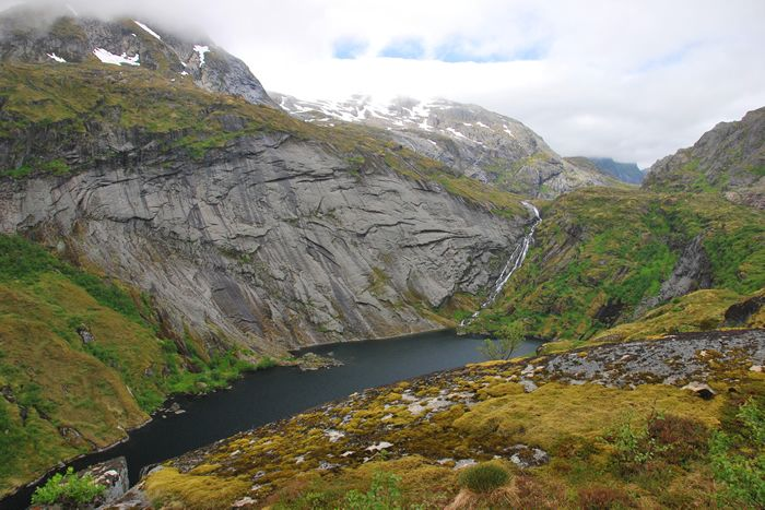 Enjoy a thrilling walk up into the mountains from Sørvågen, following a line of lakes that lead to the mountain hut of Munkebu.