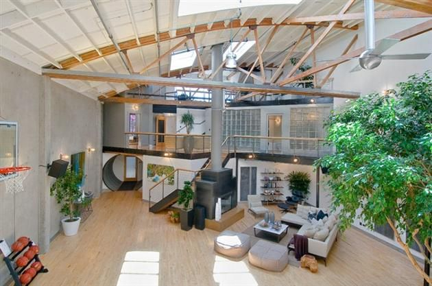 This Old San Francisco Warehouse Was Converted Into The Ultimate Basketball Court Bachelor Pad With Images Luxury Loft Loft Spaces Loft Living Space