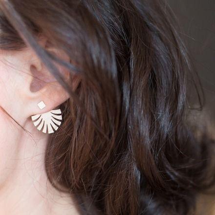 boucles d'oreilles pendantes derriere