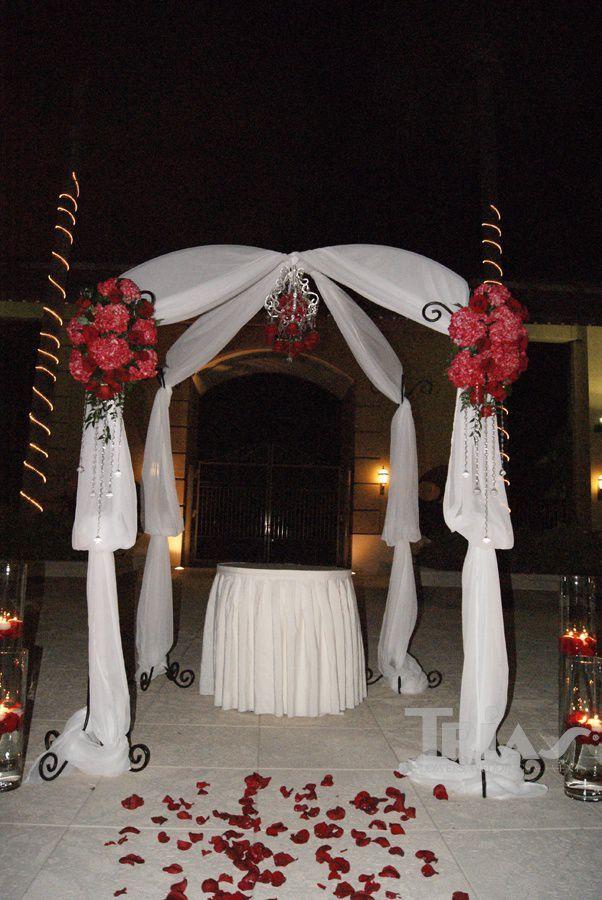 0063 #altar&arches #triasflowers #weddings #events #flowers #elegant #miami www.triasevents.com