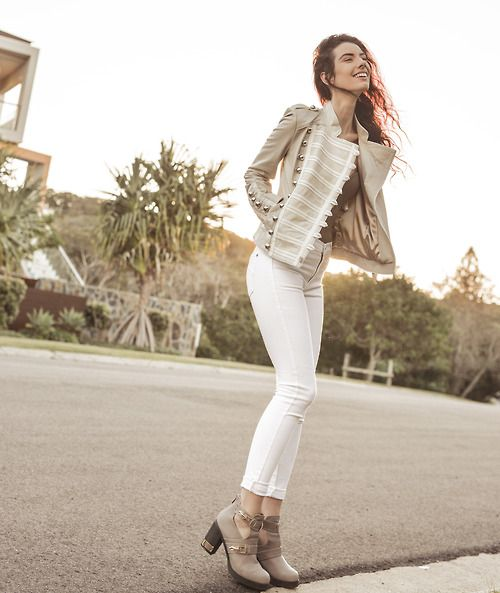 Falling for Elle-May and her perfect summer look, in James Jeans High Class Skinny Frost White - Shop her style: http://jamesjeans.us/high-class-skinny-frost-white